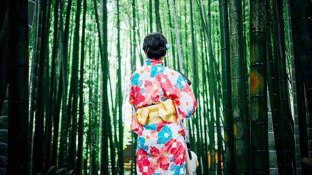 květované kimono
