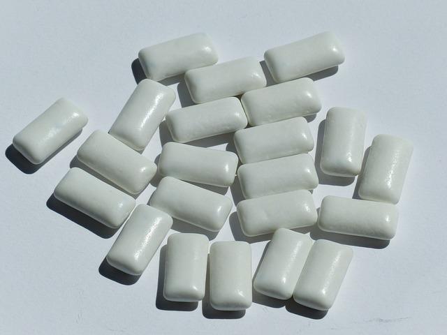 bílé žvýkačky