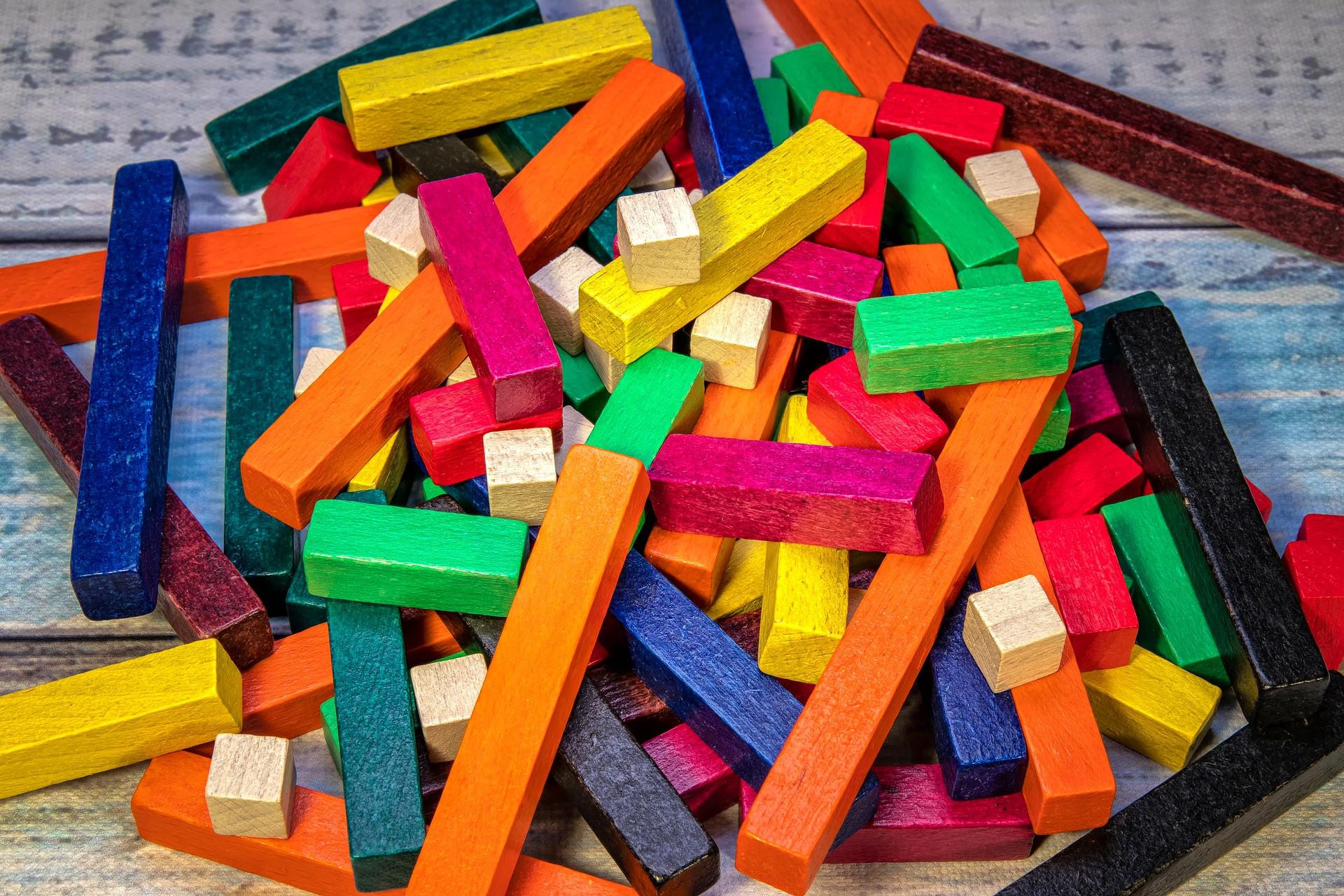 barevné dřevěné kostky