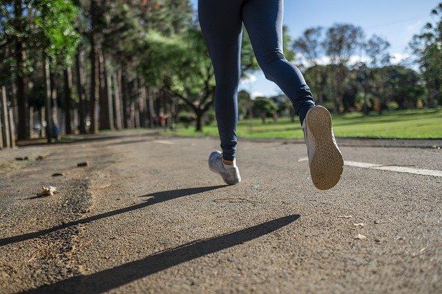 nohy v pohybu